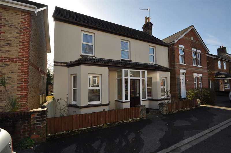 3 Bedrooms Detached House for sale in Penn Hill