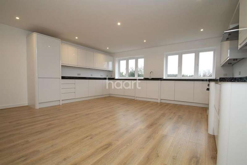 4 Bedrooms Detached House for sale in Lords Wood Lane, Chatham