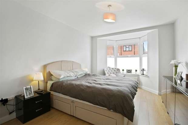 2 Bedrooms Flat for rent in Dane Road, Ealing