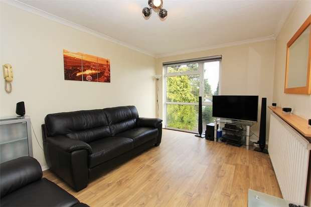 1 Bedroom Flat for sale in The Oaks, Bycullah Road, Enfield, EN2