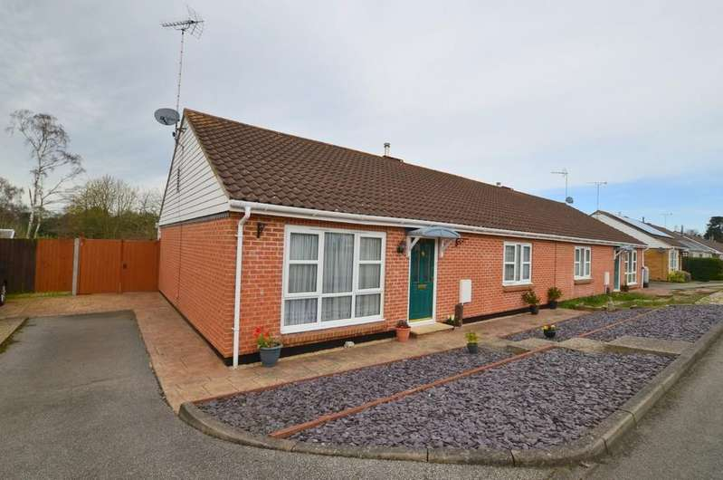 2 Bedrooms Semi Detached Bungalow for sale in Greenways, Sutton Heath