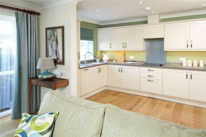 2 Bedrooms Retirement Property for sale in 4 The Coachworks, High Street, Ticehurst, Wadhurst, TN5