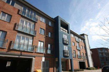 2 Bedrooms Flat for sale in Marmion Court, Worsdell Drive, Gateshead, Tyne and Wear, NE8
