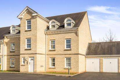 2 Bedrooms Flat for sale in Mullein Road, Bicester, Oxfordshire