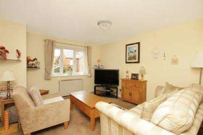 2 Bedrooms Flat for sale in Greenhead Gardens, Chapeltown, Sheffield, South Yorkshire