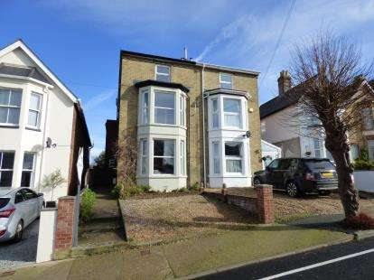 6 Bedrooms Semi Detached House for sale in East Cowes, Isle Of Wight