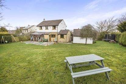 4 Bedrooms Detached House for sale in Heatherlands Avenue, Denholme, Bradford, West Yorkshire