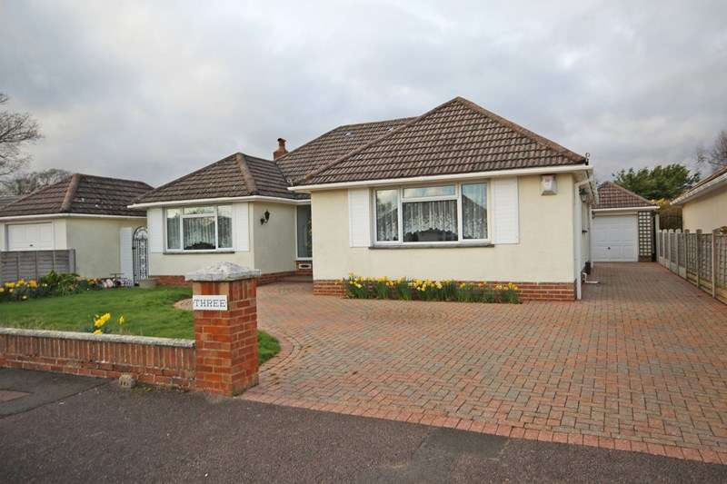 3 Bedrooms Chalet House for sale in Fenleigh Close, Barton On Sea, New Milton