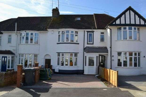 3 Bedrooms Terraced House for sale in Pinewood Road, Spinney Hill, Northampton NN3 2RB