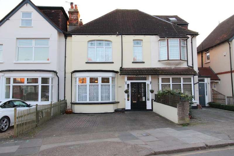 3 Bedrooms Terraced House for sale in St Lawrence Road, Upminster, Essex, RM14