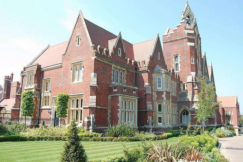 2 Bedrooms Duplex Flat for sale in The Clock Tower, The Galleries, Brentwood, Essex, CM14