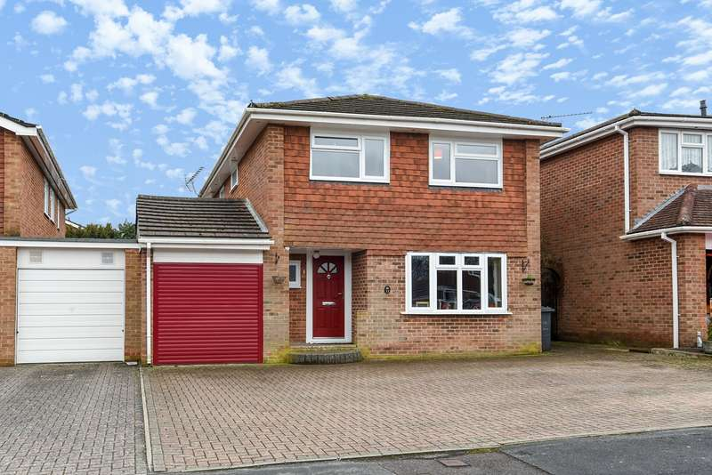 4 Bedrooms Link Detached House for sale in Sunflower Close, Kempshott, Basingstoke, RG22