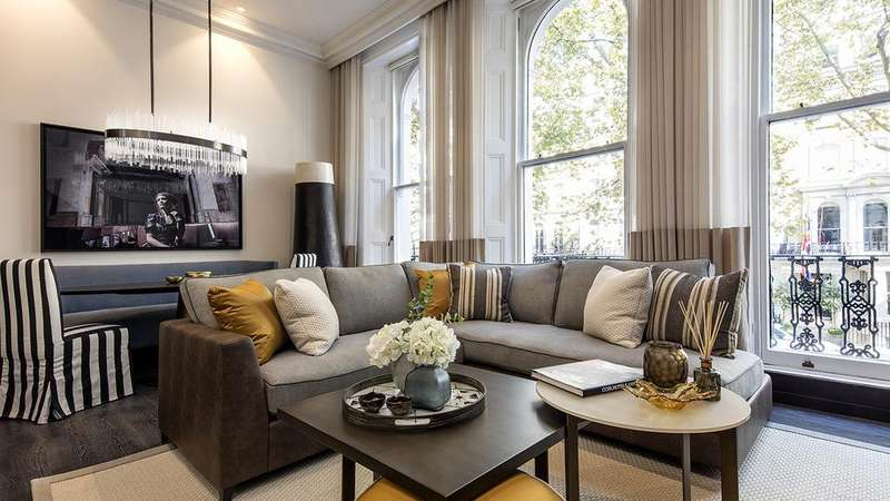 1 Bedroom Ground Flat for sale in Beaufort Gardens, London. SW3