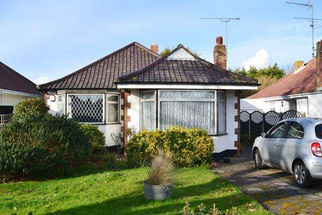 3 Bedrooms Detached Bungalow for sale in Goring Way, Goring, West Sussex, BN12 5BS