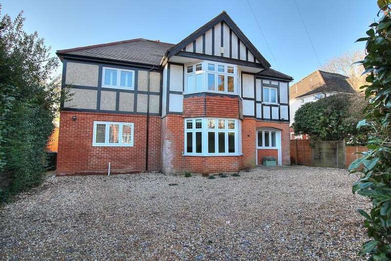 4 Bedrooms Detached House for sale in Hiltingbury Road, Hiltingbury, Chandlers Ford