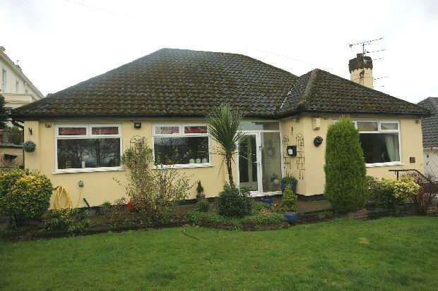2 Bedrooms Bungalow for sale in Acrefield Road , Woolton , Liverpool