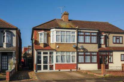 3 Bedrooms Semi Detached House for sale in Bourne Gardens, Highams Park