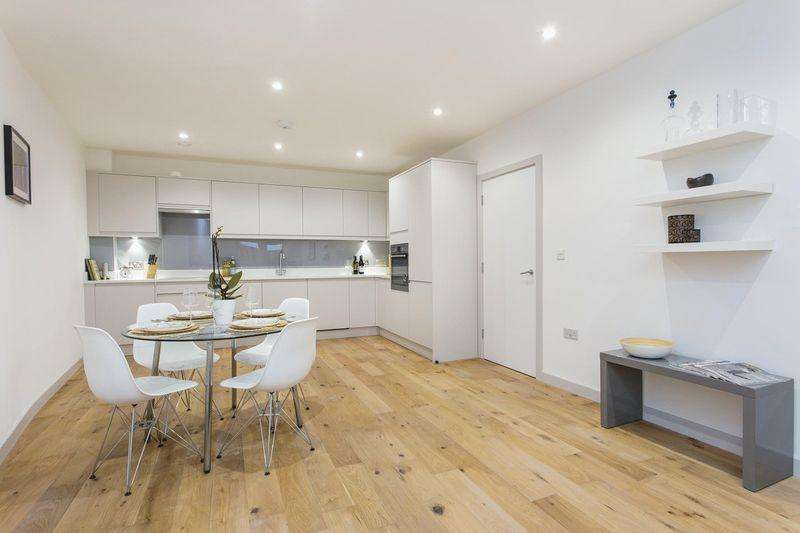 3 Bedrooms Apartment Flat for sale in Coachworks, Andre Street, Hackney Downs E8