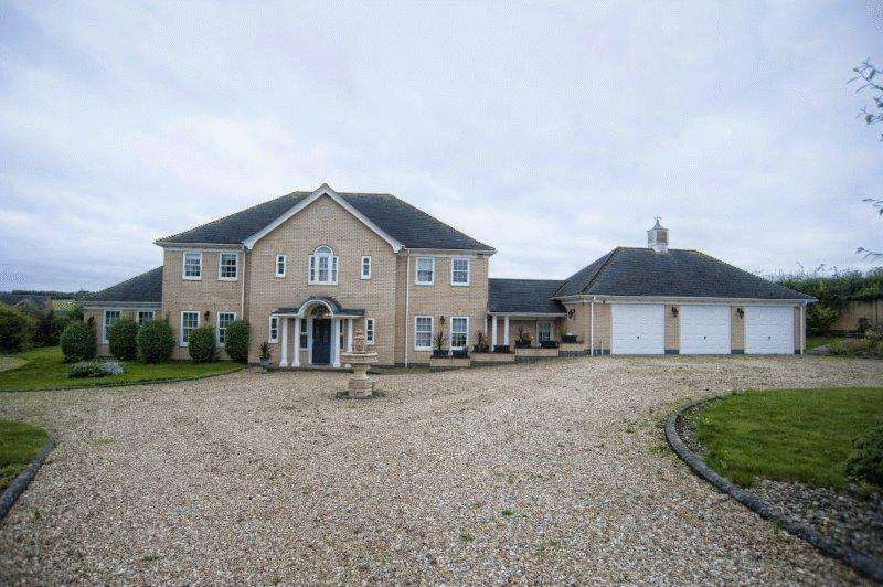 4 Bedrooms Detached House for sale in Gravel Pit Lane, Yaddlethorpe, North Lincolnshire, DN17
