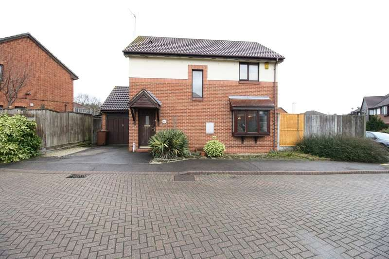 3 Bedrooms Detached House for sale in Baton Close, Watts Wood