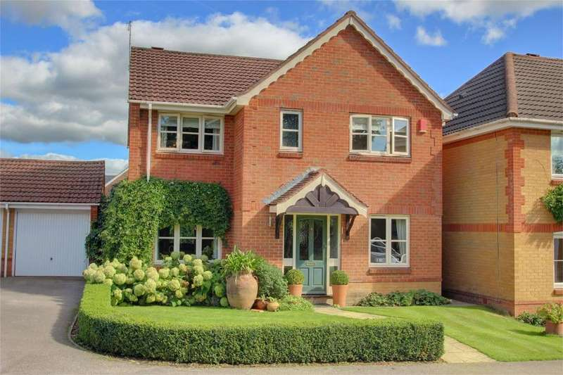 4 Bedrooms Detached House for sale in Smithy Close, Holybourne, Hampshire