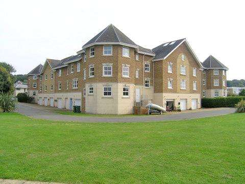 3 Bedrooms Terraced House for sale in Beach Road, Bembridge, Isle of Wight, PO35 5NZ