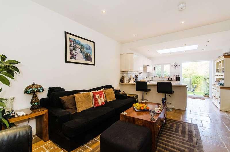 3 Bedrooms Flat for sale in Oakington Avenue, Wembley, HA9