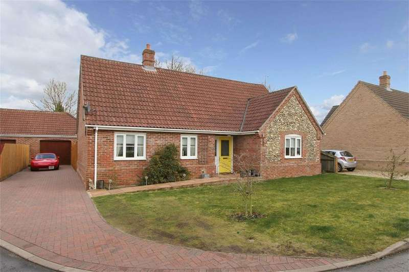 3 Bedrooms Detached Bungalow for sale in Priors Grove, Yaxham, Norfolk