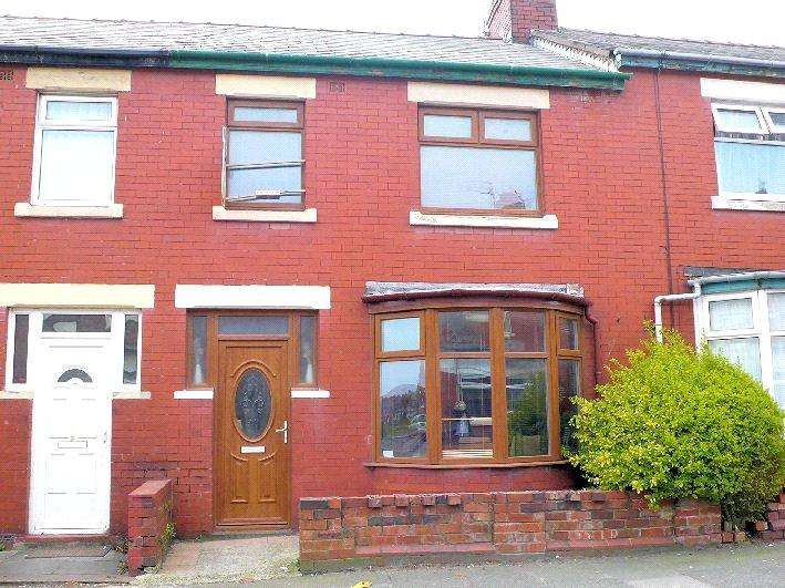 3 Bedrooms Terraced House for sale in Larbreck Avenue, Layton, Blackpool