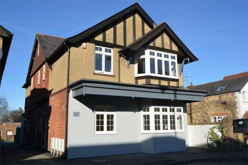2 Bedrooms Flat for sale in Pevensey House, Beacon Hill Road, BEACON HILL, Hindhead