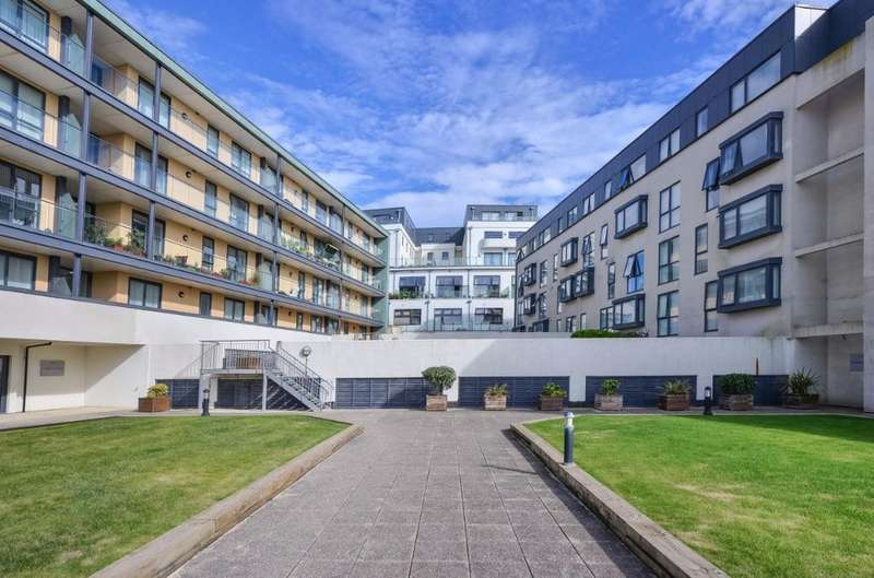 2 Bedrooms Flat for sale in Suez Way Saltdean East Sussex BN2
