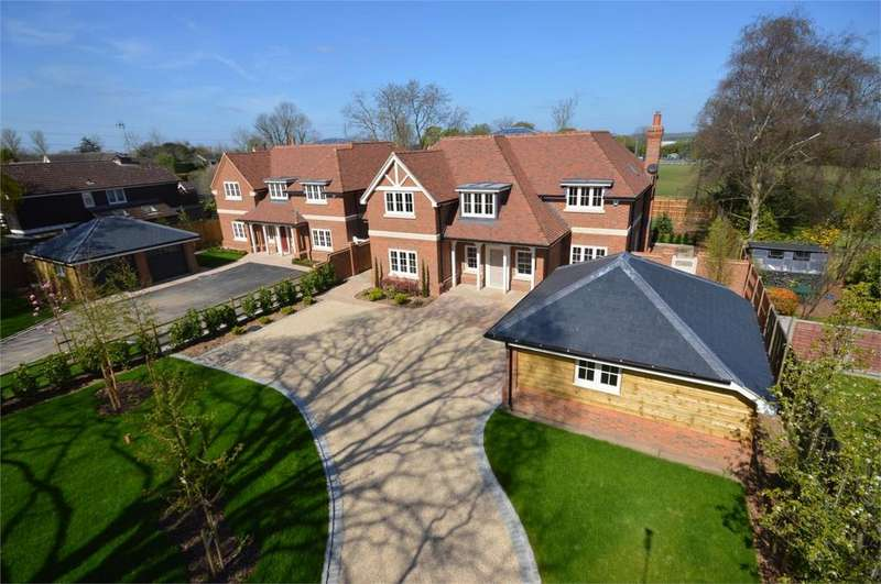 5 Bedrooms Detached House for sale in Lower Bury Lane, Epping, Essex