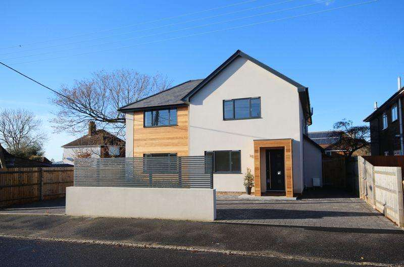 5 Bedrooms Detached House for sale in Wood Ride, Haywards Heath