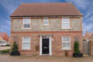 3 Bedrooms Detached House for sale in Sloe Gardens, Felpham, Bognor Regis
