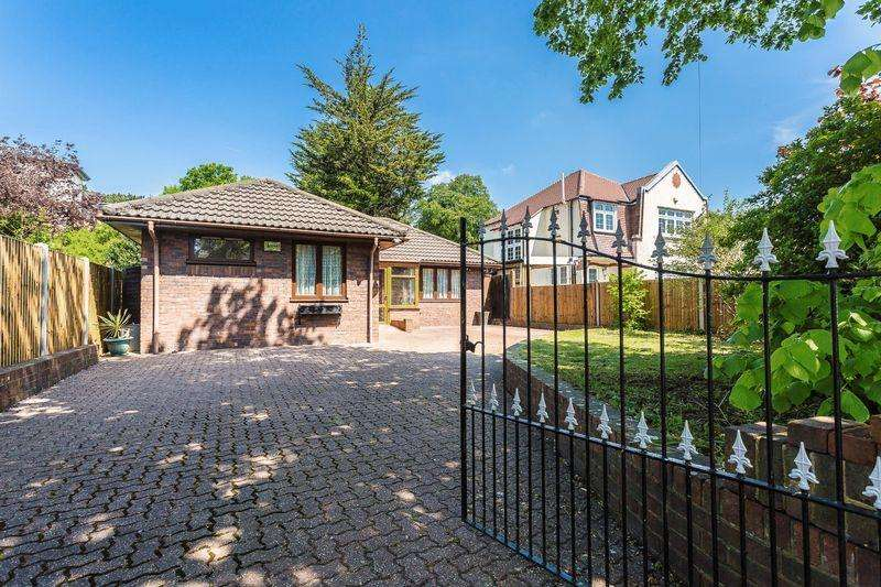 2 Bedrooms Detached Bungalow for sale in St. Augustines Avenue, South Croydon