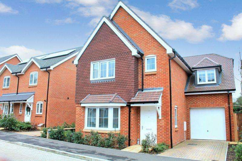 4 Bedrooms Detached House for sale in Daux Avenue, Billingshurst