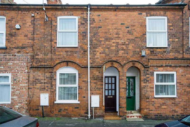 2 Bedrooms Terraced House for sale in Queen Street, WITHERNSEA, East Riding of Yorkshire