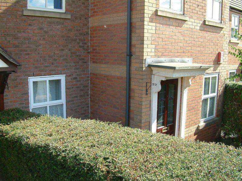 2 Bedrooms Apartment Flat for sale in Fieldfare Way, Aqueduct, Telford