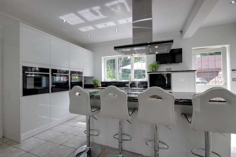 4 Bedrooms Detached House for sale in Tranby Lodge Gardens, Hessle