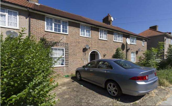 3 Bedrooms Terraced House for sale in Shroffold Road, Bromley BR1
