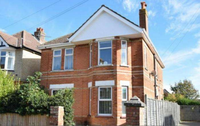 2 Bedrooms Flat for sale in Chatsworth Road, Poole