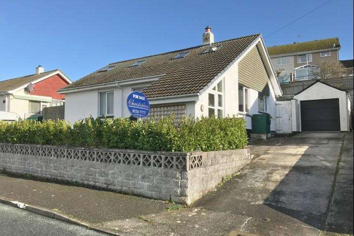 4 Bedrooms Bungalow for sale in 10 Penponds Road, Porthleven, TR13