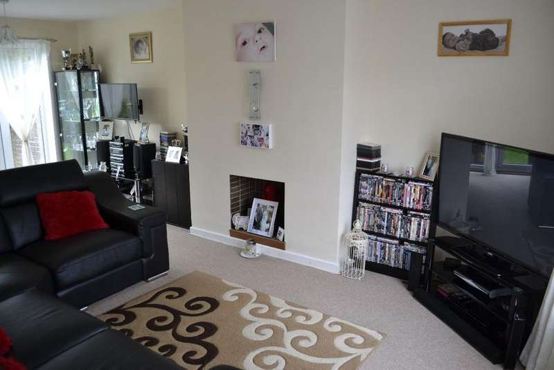 3 Bedrooms Terraced House for sale in Worcester Close, Llanyravon