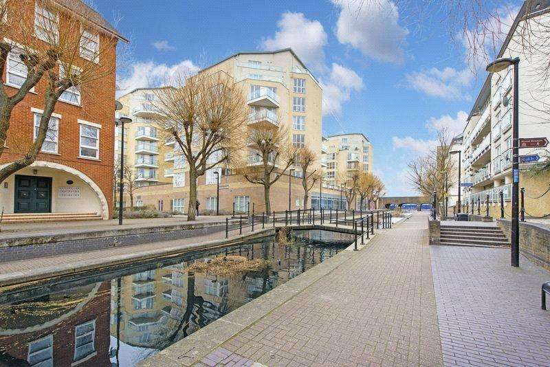 2 Bedrooms Flat for sale in Dovecote House, Water Gardens Square, London, SE16