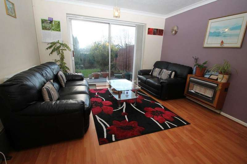 3 Bedrooms Semi Detached House for sale in Whitley Close, Leicester
