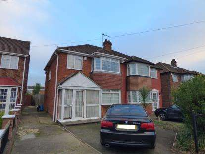 5 Bedrooms Semi Detached House for sale in Warwick Drive, Cheshunt, Waltham Cross, Hertfordshire
