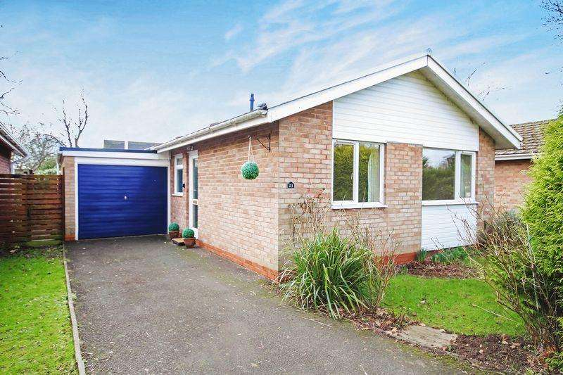2 Bedrooms Bungalow for sale in HAMPTON DENE