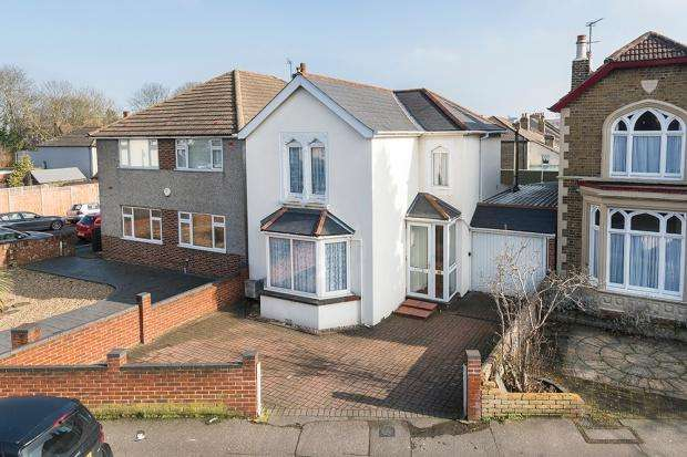2 Bedrooms Detached House for sale in Upton Road, Bexleyheath, DA6