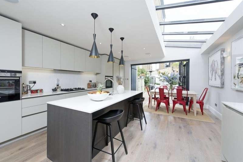 4 Bedrooms Terraced House for sale in Trott Street, SW11