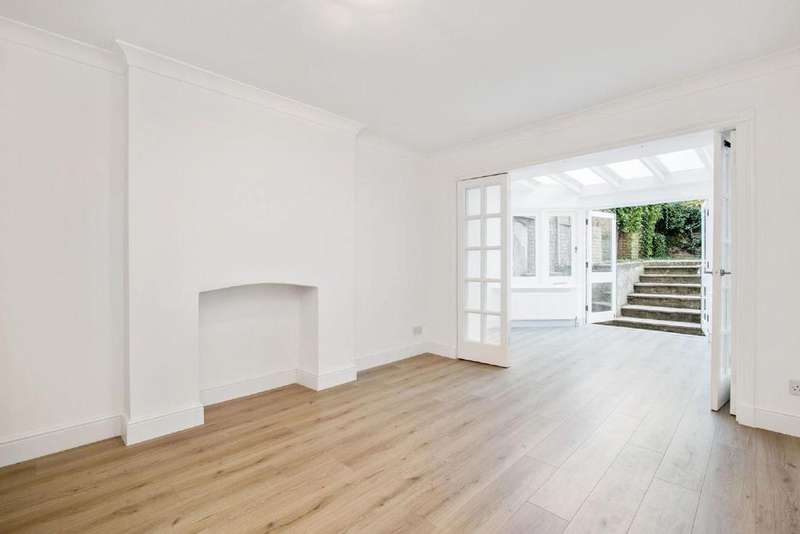 2 Bedrooms Flat for sale in College Crescent, Belsize Park, NW3
